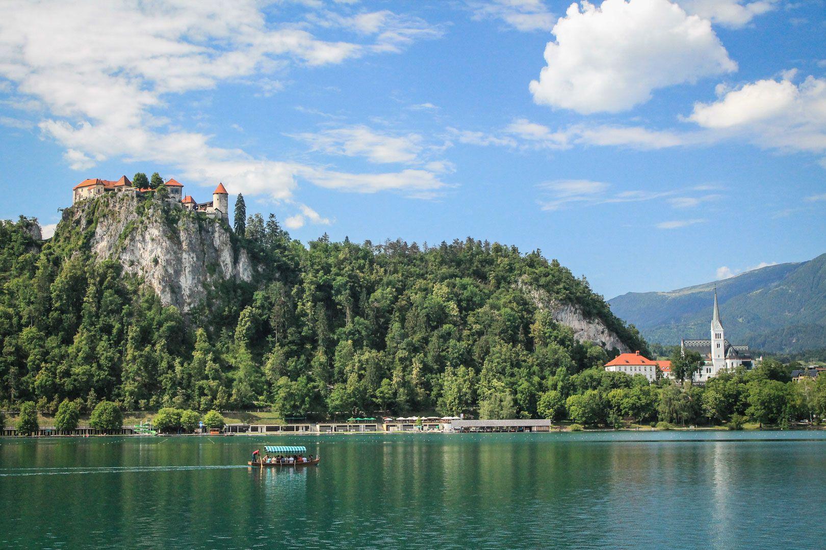 Canot sur le lac de Bled