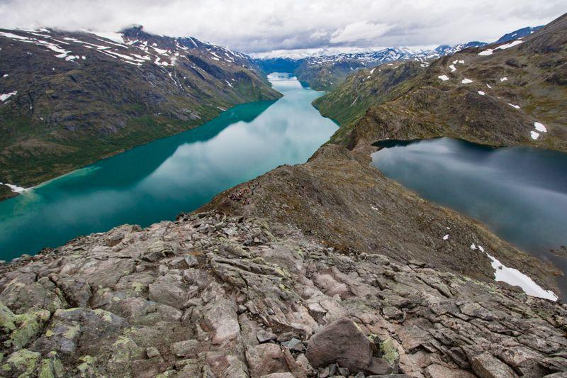 Le lac Bessvatn depuis la crête de Besseggen