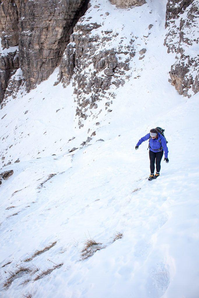 Sentier dans les Dolomites en hiver